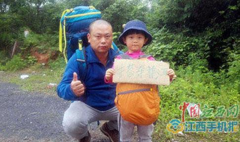 bo-me-huan-luyen-be-gai-4-tuoi-di-bo-duoc-30-km-ngay