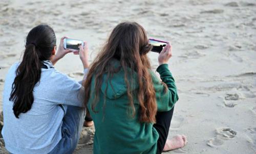 Phụ nữ dễ nghiện smartphone gấp 2 lần nam giới