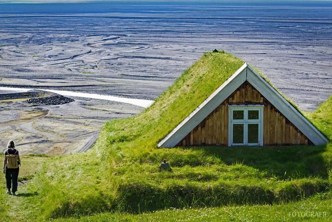 4 1467009728 660x0 Cùng nhìn qua những ngôi nhà được bao trùm bởi lớp cỏ dày