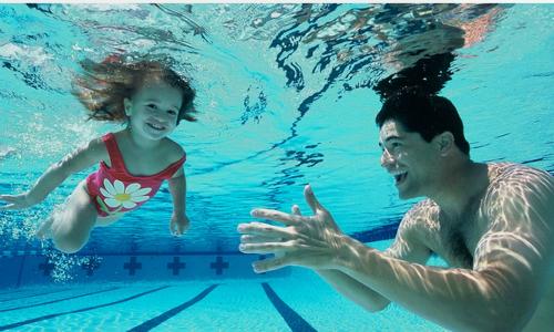 Những nguy cơ rình rập trẻ khi tập bơi