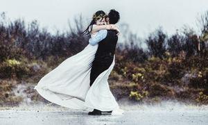 Bộ ảnh cưới chụp giữa cơn bão của đôi uyên ương Hà thành