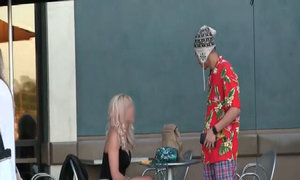 Cô gái hối hận vì từ chối hẹn hò với chàng trai giàu giả nghèo