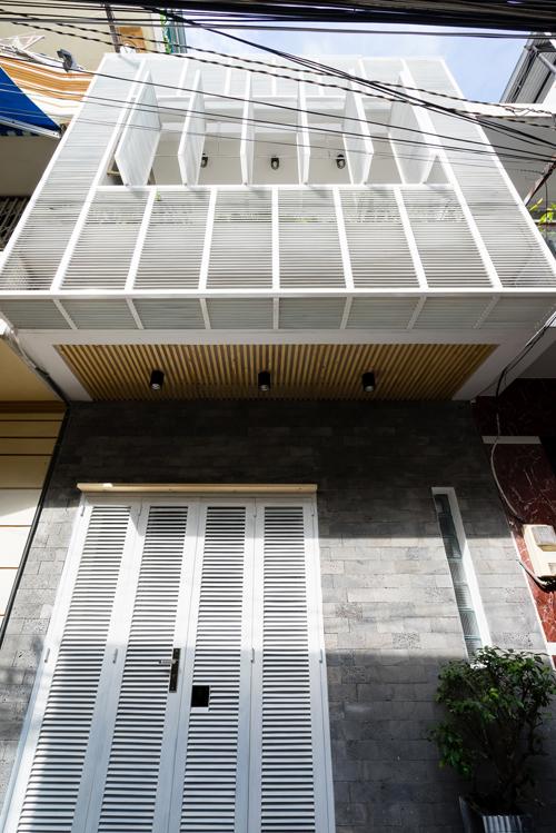 Nhà ống nhiều nhược điểm ở Sài Gòn 'lột xác' với 300 triệu