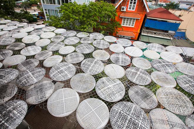 500 cái mẹt che nắng cho căn nhà 4 tầng ở Hà Nội