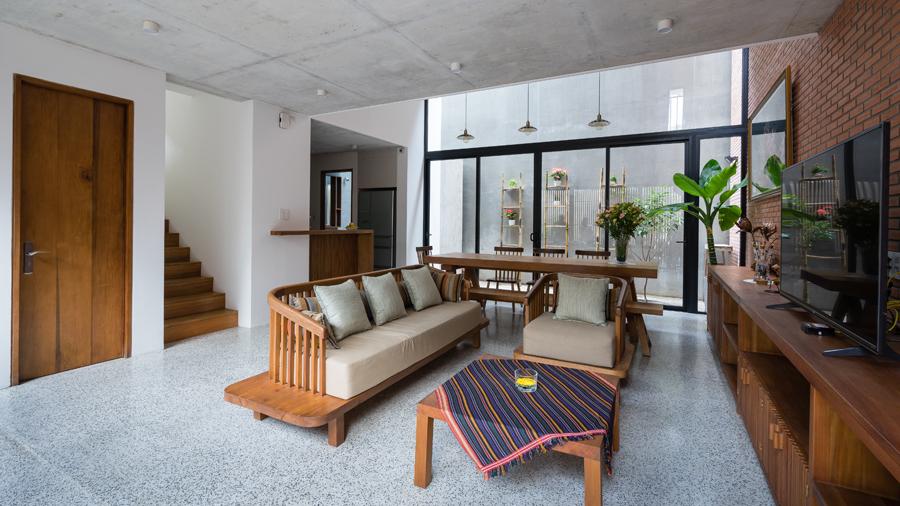 LIEM 6 1473912677 680x0 - Mảnh đất méo hoá ngôi nhà sang trọng trong hẻm Sài Gòn