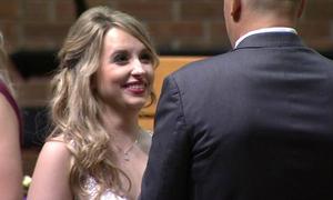 Chàng cảnh sát cho cô gái xa lạ lá gan rồi yêu và cưới