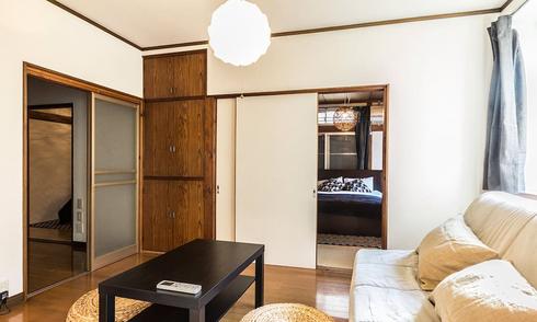 Dùng toàn cửa lùa, căn hộ 55 m2 không hề có không gian thừa
