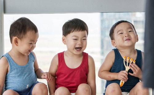 3-be-trai-sinh-ba-hut-hang-trieu-fan-khap-chau-a-7