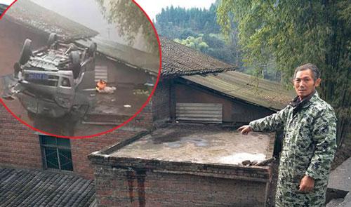 Nằm ở khúc cua, ngôi nhà một năm bị ôtô lao lên nóc 7 lần - ảnh 2