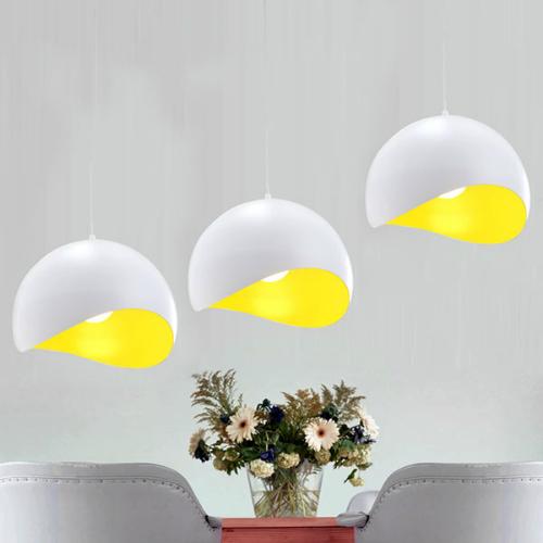 Còn phòng khách không thể thiếu những chiếc đèn LED tròn, đường kính 20  30cm sau khi giảm giá 20% chỉ còn 550.000 đồng.