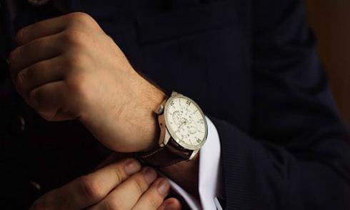 Tại sao đàn ông nên đeo đồng hồ mỗi ngày