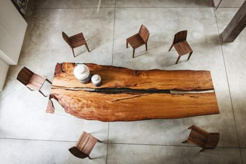 Chán kiểu bàn vuông thành sắc cạnh, người thiết kế đưa ra kiểu mẫu chỉ có những đường uốn lượn