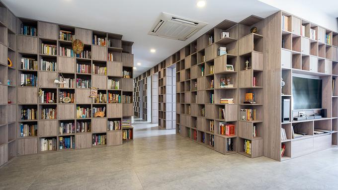 Những bức tường sách khổng lồ trong căn nhà Sài Gòn 110 m2
