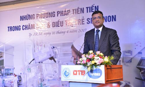 Ông Praneeth Yendamuri - Tổng Giám đốc Công ty Kimberly Clark Vietnam công bố tài trợ 350.000 tã giấy Huggies Preemie cho bé sinh non tại Việt Nam.