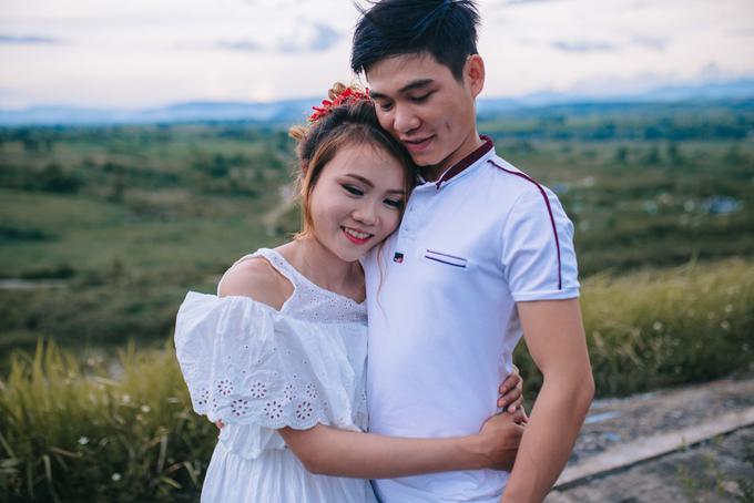 Chàng trai Phú Yên ôm gà cưng chụp ảnh cưới