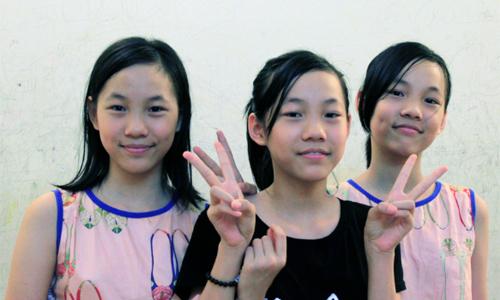 Gia đình Hà Nội có 3 bé gái sinh ba đến bố cũng hay nhầm