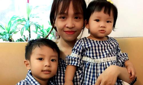 Bé gái 13 tháng gây 'sốt' với màn dỗ anh trai 4 tuổi khóc nhè