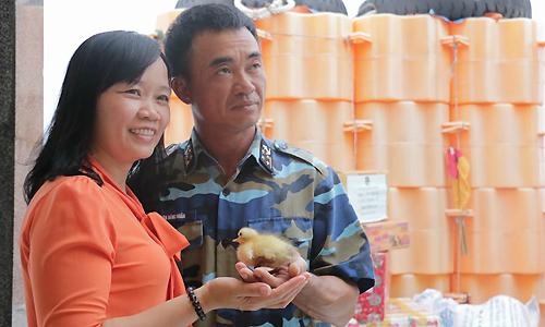 Trứng vịt lộn vợ gửi chồng ở Trường Sa nở con vì nắng nóng