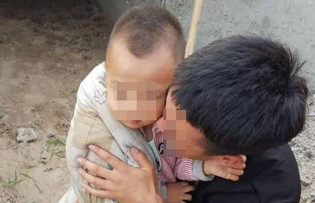 Con trai 5 tuổi nhà anh Wang bị bắt cóc khi đang ngủ cùng bố mẹ. Ảnh: Chinanews.