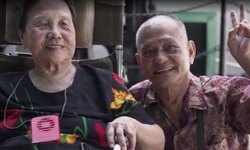 Tình yêu vượt thời gian của chồng ung thư dành cho vợ mất trí nhớ