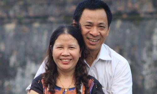 Người chồng xứ Nghệ nhiều đêm khóc thầm sợ mất vợ vì bạo bệnh