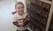 Cậu bé 4 tuổi vơi nỗi đau mất bố nhờ những lá thư xa lạ