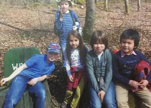 Con trai chị Trang (góc bên phải ảnh) trong một dự án tìm hiểu về sói cùng các bạn cùng lớp.
