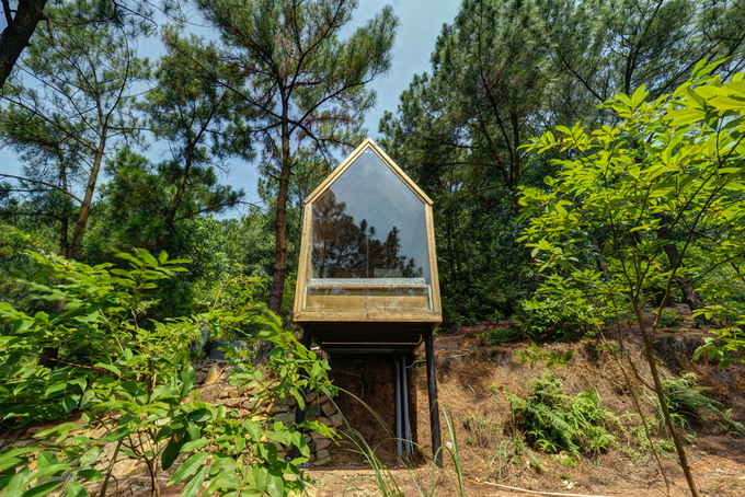 Nhà gỗ 12 m2 nằm chơi vơi giữa đồi thông Hà Nội