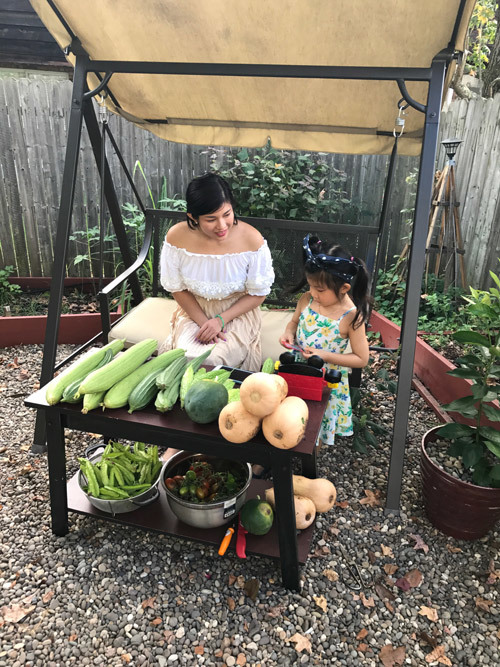 Gia đình quyết làm vườn vì không mua được rau Việt ở Mỹ