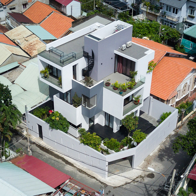 Nhà Sài Gòn thoáng mát dù kín cổng cao tường