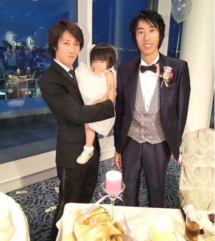 Anh Hattou (bên trái) khiến nhiều người tưởng là anh của con trai. Ảnh: Chinanews.