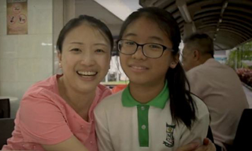 ChịVivian và con gái. Ảnh:theasianparent.