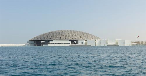 Bảo tàng Louvre Abu Dhabi dưới biển ở Các tiểu vương quốc Ảrập Thống nhất do KTS Jean Nouvel chủ trì thiết kế.