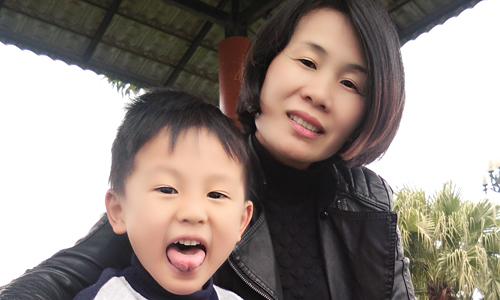 Khi phát bệnh con trai mới 16 tháng. Nghĩ đến con thơ là động lực lớn nhất để chị Toan chiến thắng được bệnh. Ảnh: NVCC.
