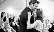 Tưởng có tiệc sinh nhật, cô gái bất ngờ khi được cưới trong đêm