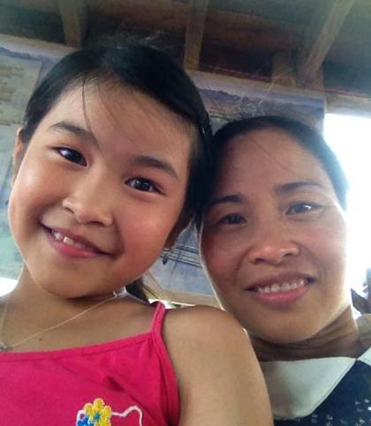 Bé Hương Mai và mẹ, chị Thu Hương.
