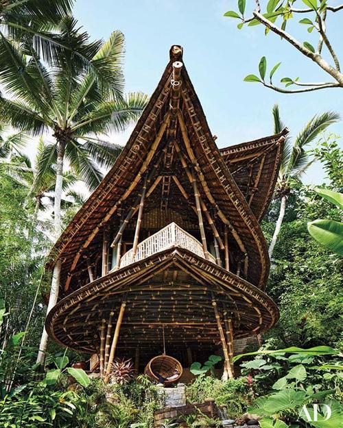 Nhà tre 3 tầng giữa rừng tiện nghi như resort cao cấp