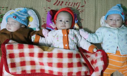 Thai ba cùng lúc, bác sĩ khuyên bỏ bớt nhưng người mẹ Quảng Trị giật gấu vá vai vẫn cố giữ con