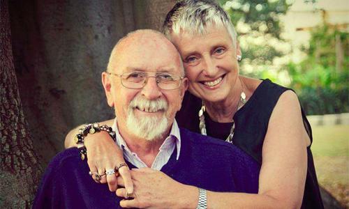 ÔngNigel Fitton và vợ gắn bó với nhau từ hồi 16 tuổi và luôn giữ hạnh phúc gia đình bằng những tiếng cười và câu chuyện hài hước. Ảnh:CTVNews.