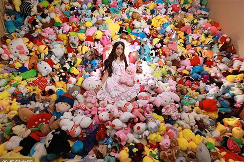 Số lượng thú bông của Ya Li chiếm quá nhiều diện tích.
