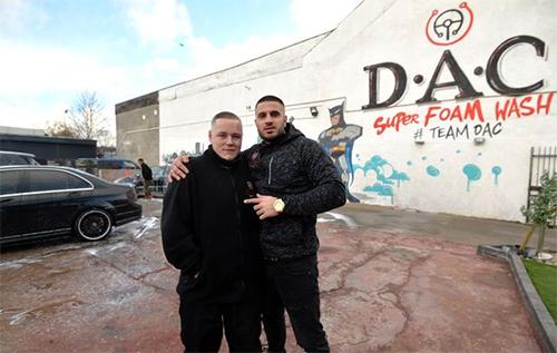 Kriss (trái) có tương lai mới nhờ sự giúp đỡ của Shezad.