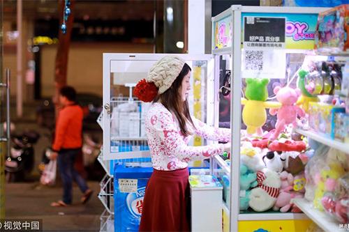Sau một năm, cô gái người Trung Quốc đã tìm ra cách chơi hiệu quả.