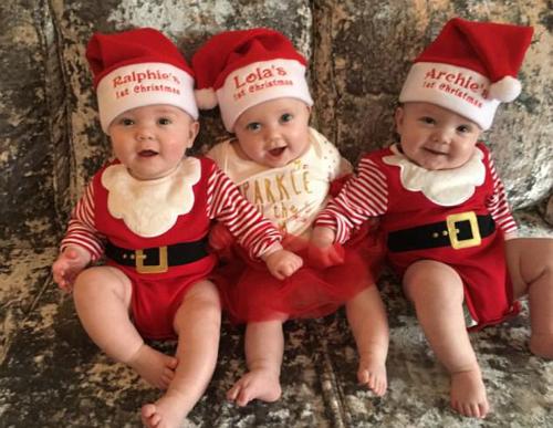 Hai bé trai và một bé gái đáng yêu của bà mẹ trẻ Beth Morton.