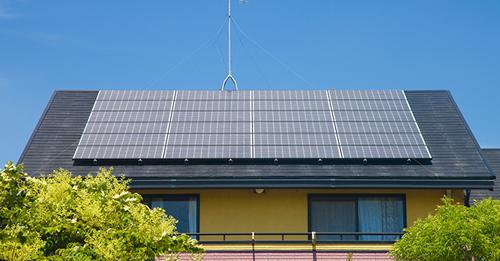 Ngày càng nhiều người dân Nhật hưởng ứng chính sách kêu gọi tận dụng nguồn năng lượng mặt trời để sản xuất điện. Ảnh minh họa: Jpl.