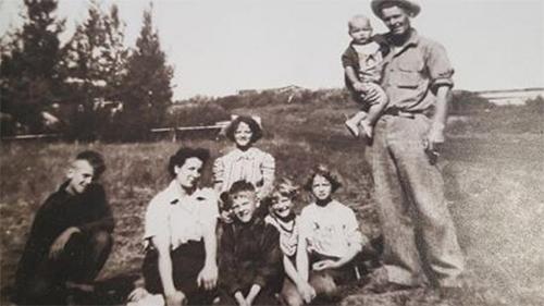 Hai vợ chồng có chung với nhau 6 người con.