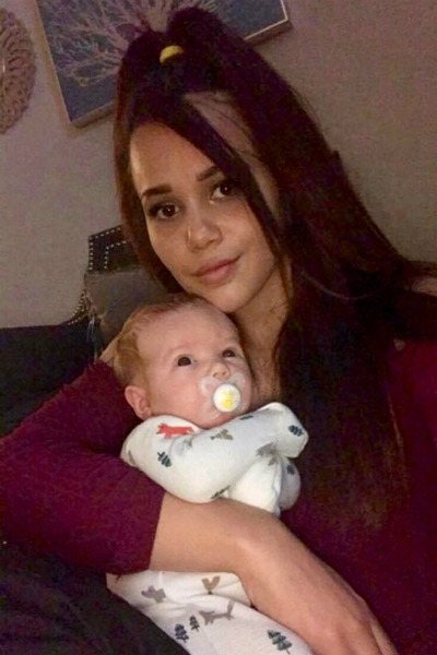 Emelia và bé Kai - Ảnh: Caters News Agency