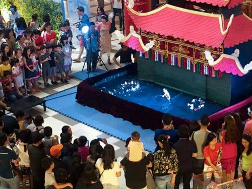 Loại hình văn hóa dân gian truyền thống ra đời cách đây hơn 10 thế kỷ trong nền văn minh lúa nước, thường được biểu diễn vào dịp lễ hội và ngày Tết. Trải qua hàng nghìn năm lịch sử, múa rối nước với bàn tay điều khiển khéo léo của các nghệ nhân tài hoa vẫn được công chúng yêu thích và đón nhận.