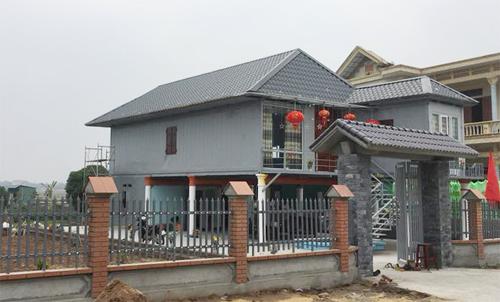 Anh Tiến xây một ngôi nhà khang trang cho mẹ theo kiểu xây mới lạ.