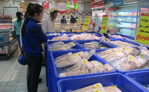 Nhiều người vào siêu thị mua hàng vì không muốn bị mua hớ, bị nói thách - Ảnh: BT