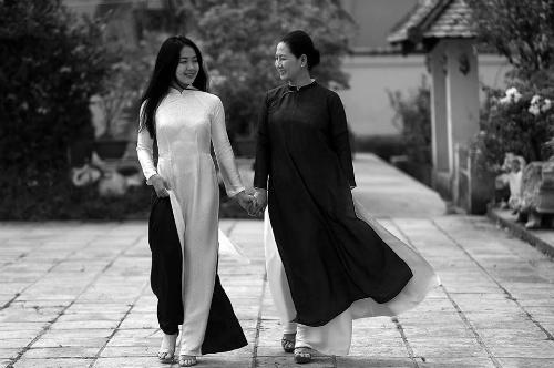 Chị Thủy và con gái - Ảnh: Na Sơn